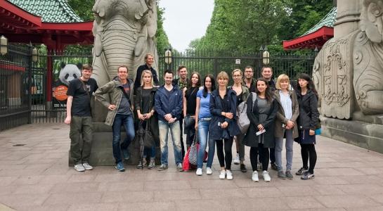 publicgarden vor dem Zoologischen Garten Berlin